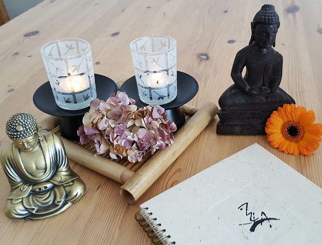 buddha en kaarsen