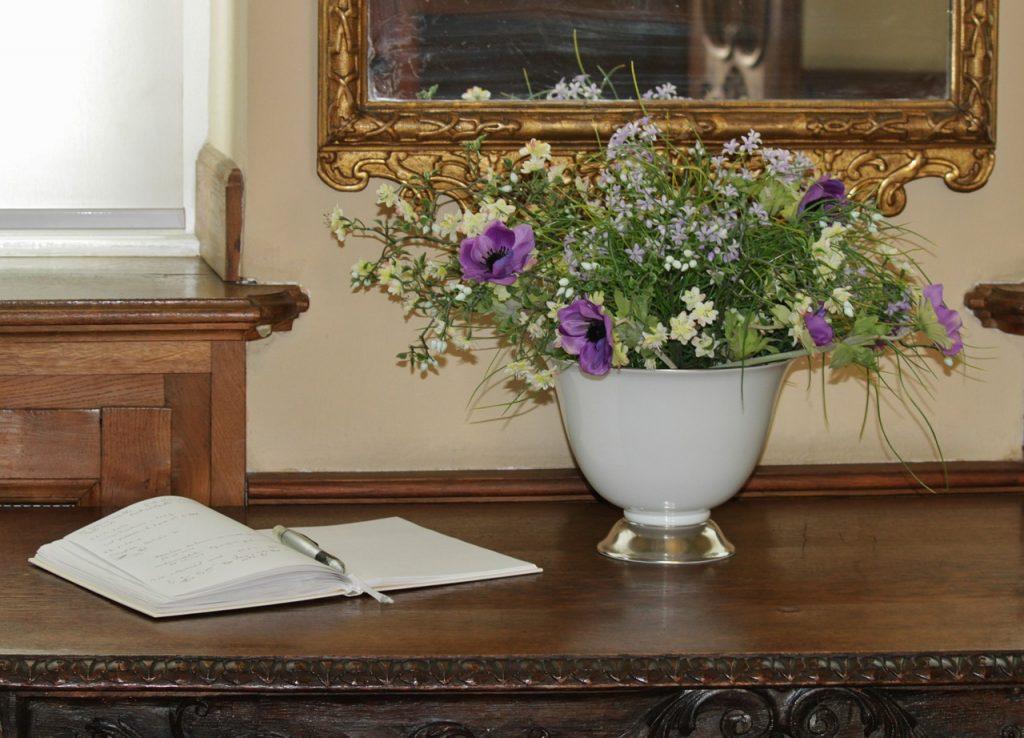 gastenboek met bloemen